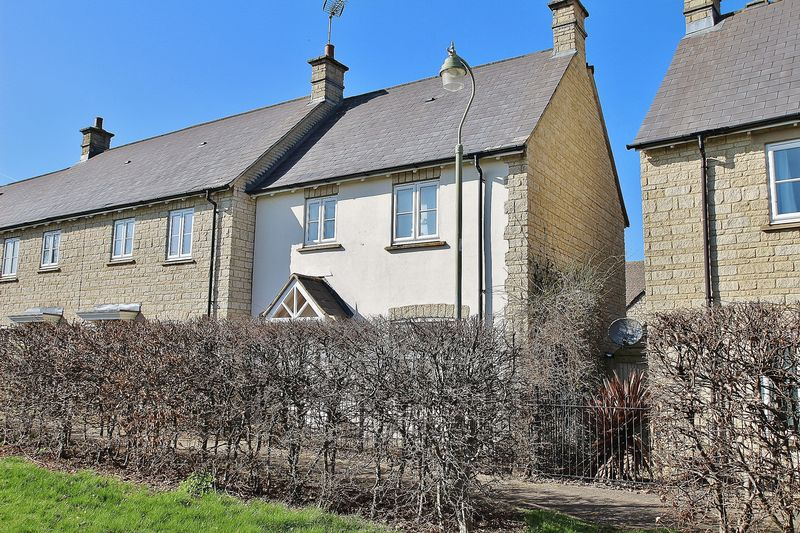 3 Bedrooms House for sale in CAMPION WAY, Witney OX28 1ES