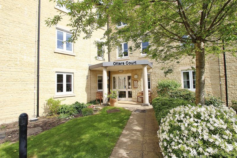 2 Bedrooms Flat for sale in OTTERS COURT, Witney OX28 1GJ