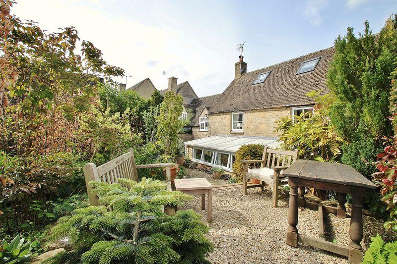 3 Bedrooms Cottage House for sale in FINSTOCK