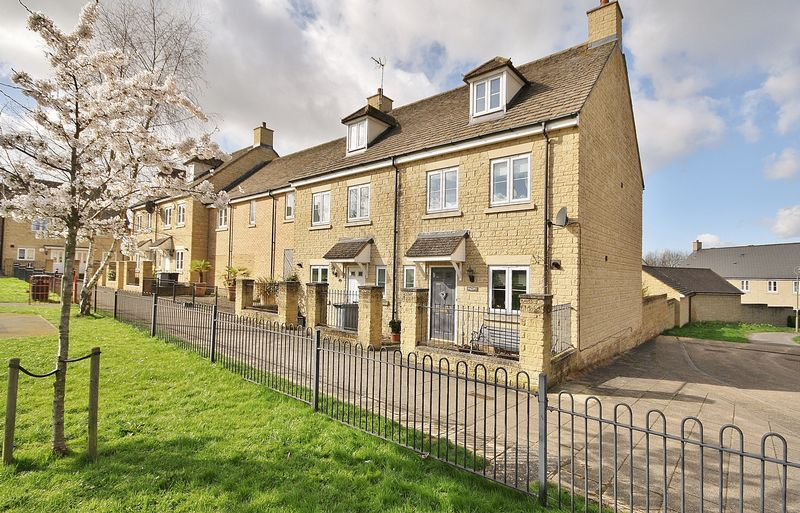 3 Bedrooms House for sale in PARK VIEW ROAD, Madley Park, Witney OX28 1GA