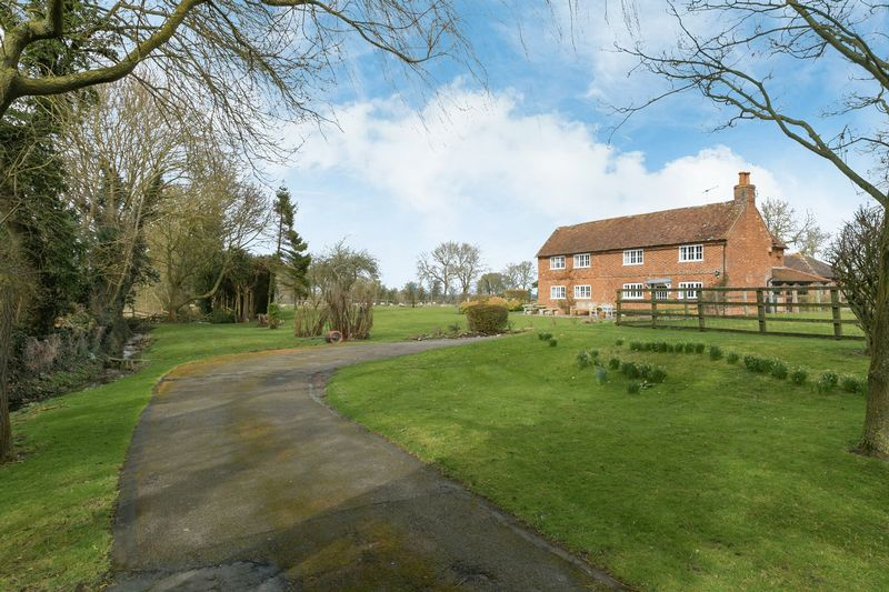 4 Bedrooms Detached House for sale in Meadle