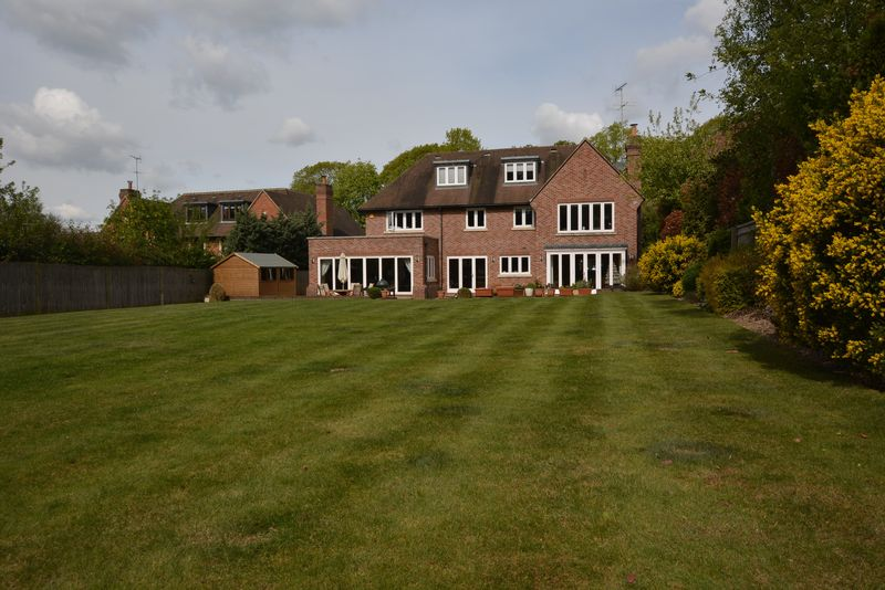 6 Bedrooms Detached House for sale in Chalfont Heights