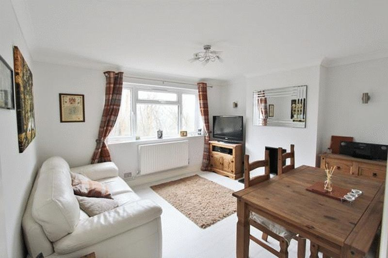 2 Bedrooms Maisonette Flat for sale in Church Hill, Caterham