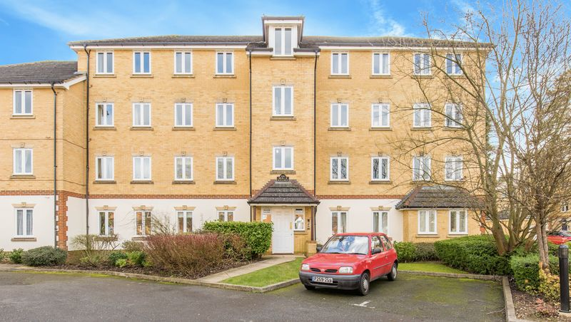 2 Bedrooms Flat for sale in Bunce Drive, Caterham