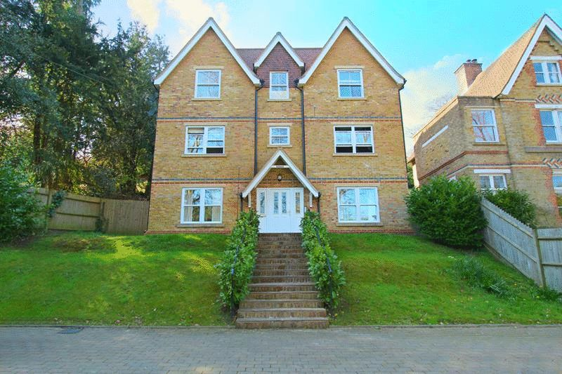 2 Bedrooms Flat for sale in Underwood Road, Caterham