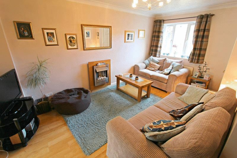 2 Bedrooms Terraced House for sale in Douglas Court, Caterham