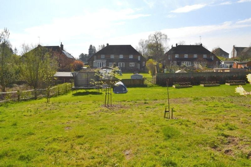 3 Bedrooms Semi Detached House for sale in PLAXTOL
