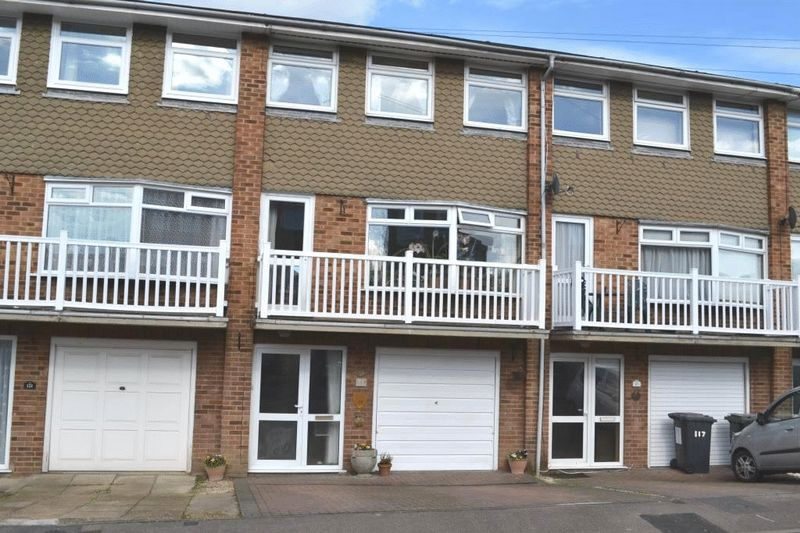 4 Bedrooms Terraced House for sale in South Tonbridge