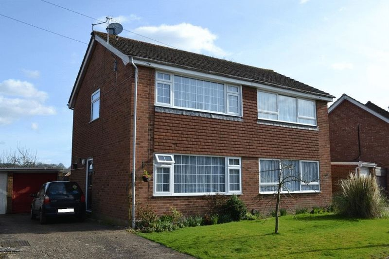 2 Bedrooms Semi Detached House for sale in South Tonbridge