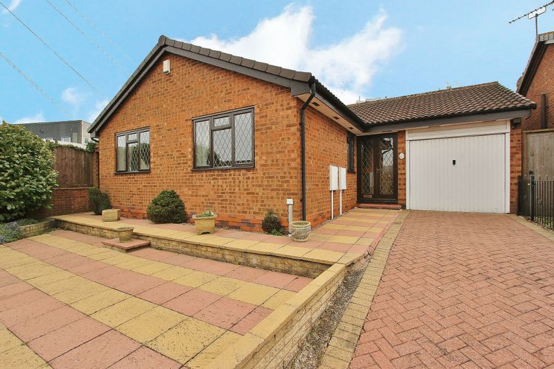2 Bedrooms Detached Bungalow for sale in Stoney Lane, West Bromwich