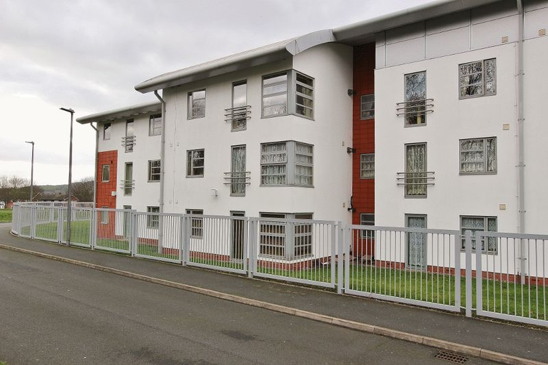 2 Bedrooms Flat for sale in The Courtyard, West Bromwich