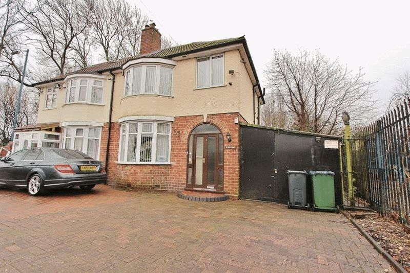 3 Bedrooms Semi Detached House for sale in Wednesbury Oak Road, Tipton