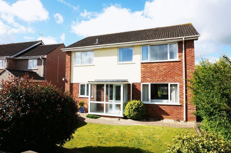 4 Bedrooms Detached House for sale in Heatfield Drive, Monkton Heathfield