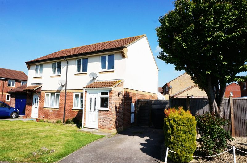 3 Bedrooms Semi Detached House for sale in Chelmer Close, Blackbrook