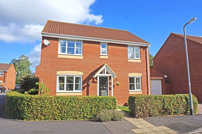 4 Bedrooms Detached House for sale in Severn Drive, Taunton