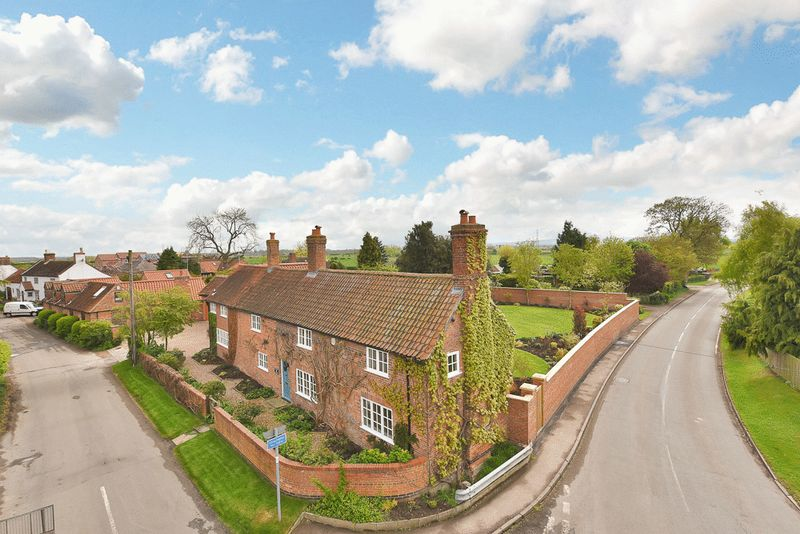 4 Bedrooms Detached House for sale in Church Gate, Colston Bassett