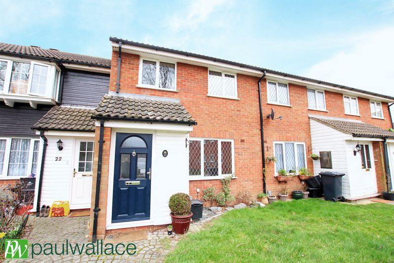 3 Bedrooms Terraced House for sale in Galloway Close, Turnford