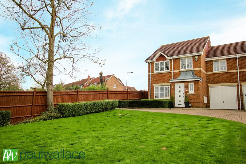 4 Bedrooms Semi Detached House for sale in Higgins Road, West Cheshunt