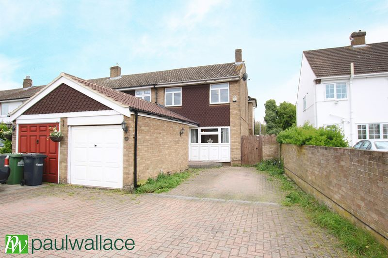 3 Bedrooms Terraced House for sale in Southmead Crescent, Cheshunt