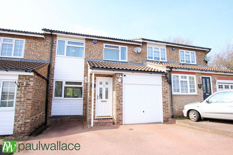 3 Bedrooms Terraced House for sale in Tanfield Close, West Cheshunt