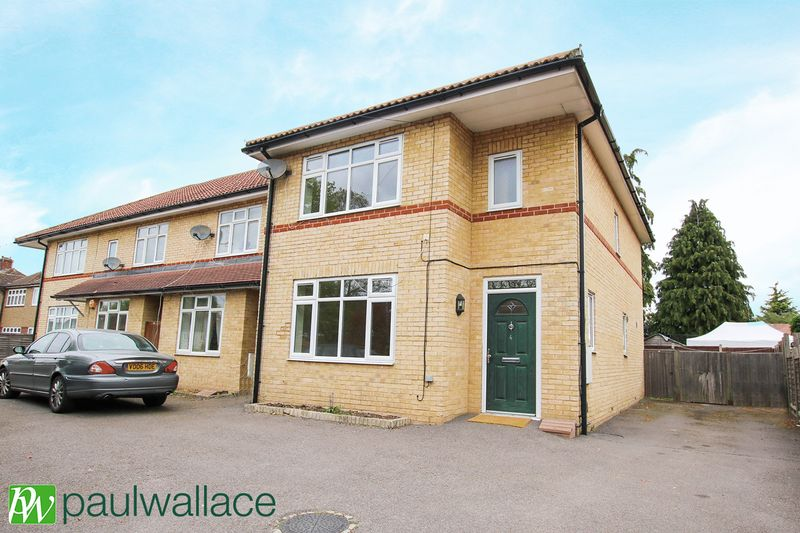 3 Bedrooms Terraced House for sale in Goffs Lane, West Cheshunt