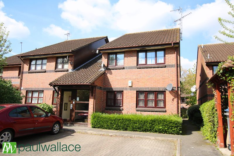 2 Bedrooms Flat for sale in Hamburgh Court, West Cheshunt