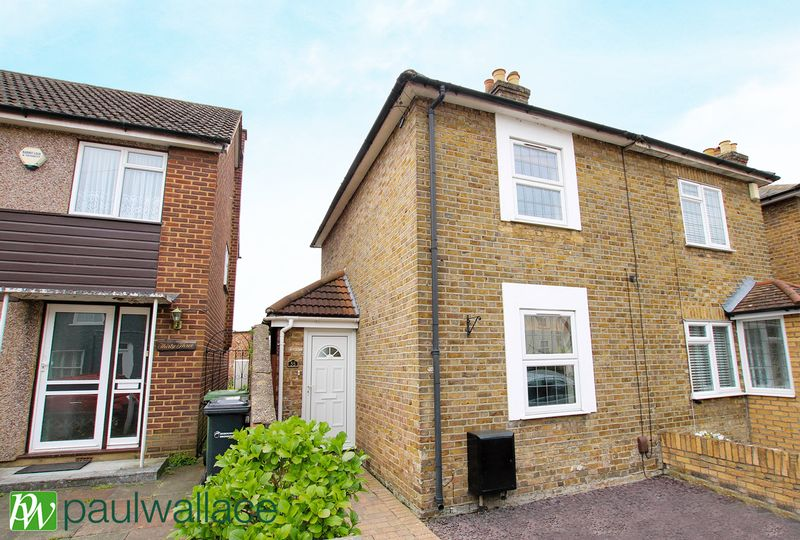 2 Bedrooms Terraced House for sale in Albury Grove Road, Cheshunt
