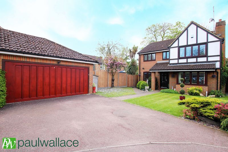 4 Bedrooms Detached House for sale in Welsummer Way, West Cheshunt