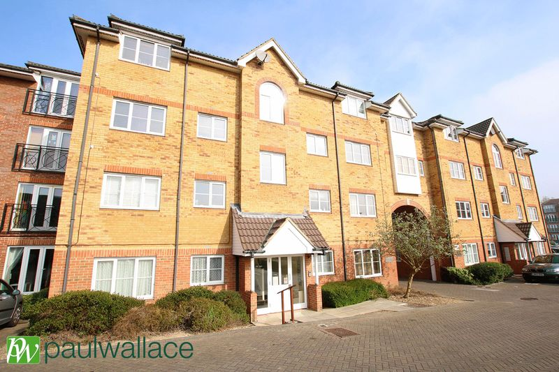 2 Bedrooms Flat for sale in Yukon Road, Turnford