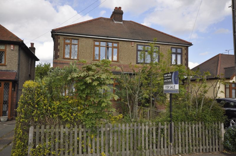 3 Bedrooms Semi Detached House for sale in Honey Lane, Waltham Abbey