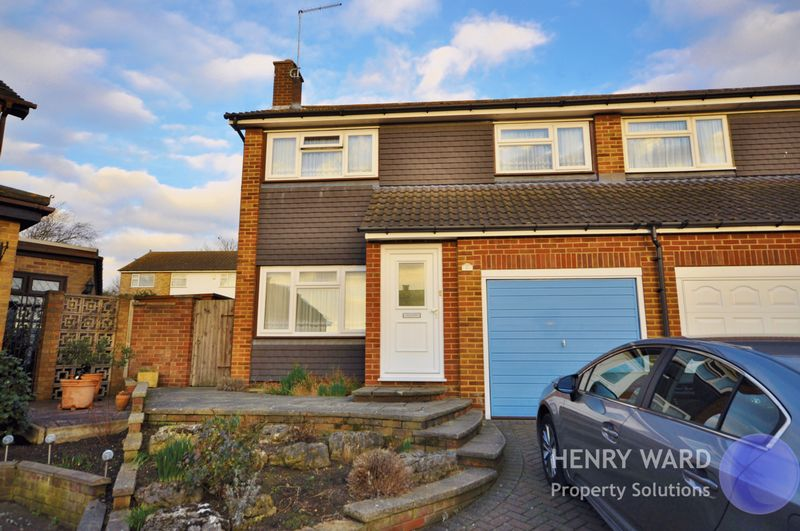 3 Bedrooms Semi Detached House for sale in Norman Close, Waltham Abbey