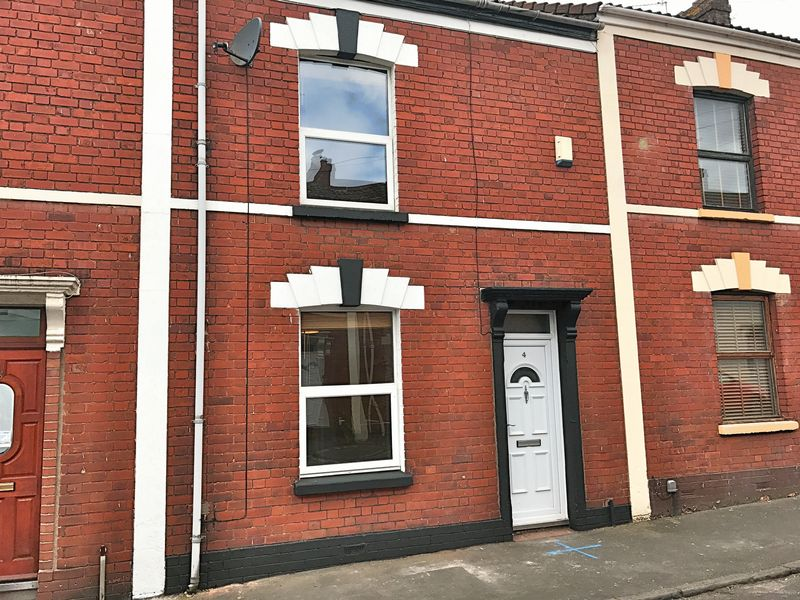 2 Bedrooms Terraced House for sale in Lancaster Street, Bristol