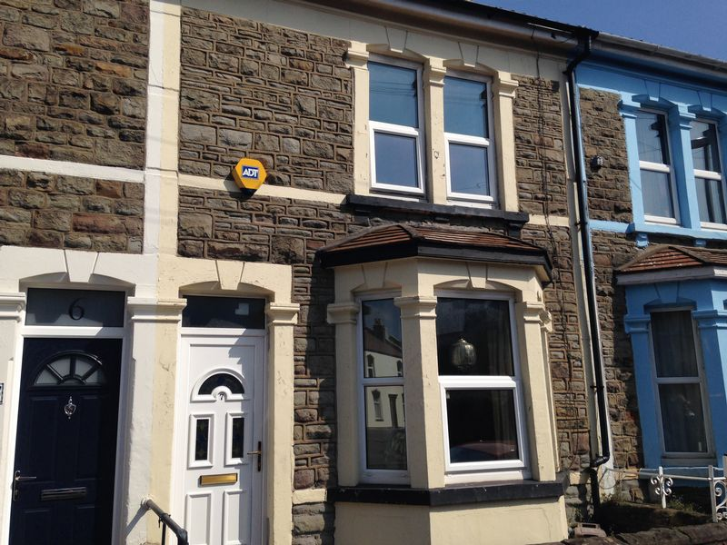 2 Bedrooms Terraced House for sale in Baden Road, Bristol