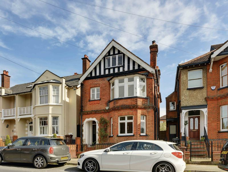 5 Bedrooms Detached House for sale in Gombards, St. Albans