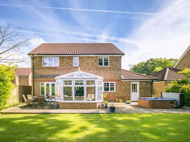 4 Bedrooms Detached House for sale in St James Close Bramley