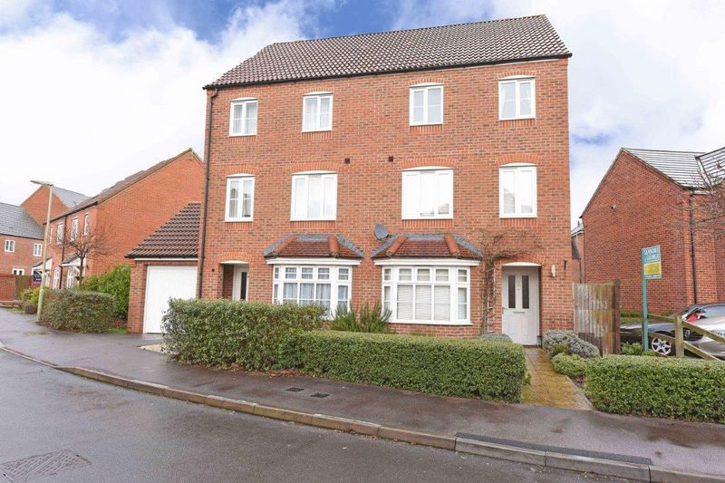 3 Bedrooms Semi Detached House for sale in Kirby Drive, Bramley