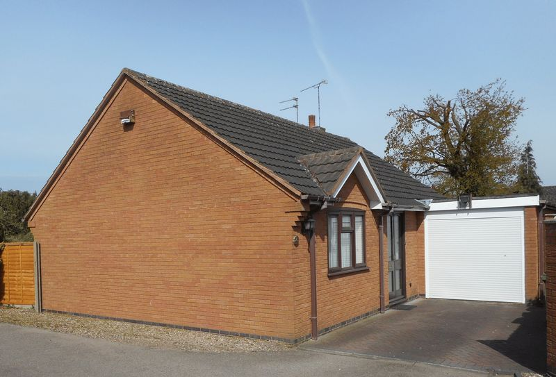 2 Bedrooms Detached Bungalow for sale in Cresswell Close, Nuneaton