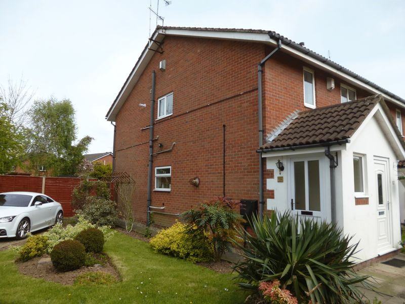 2 Bedrooms Flat for sale in Sheringham Close, Nuneaton