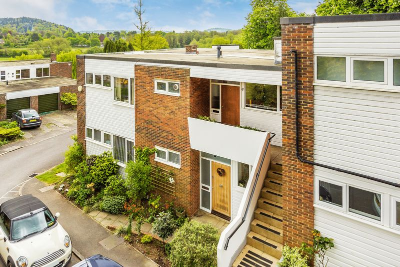 2 Bedrooms Flat for sale in The Meadows