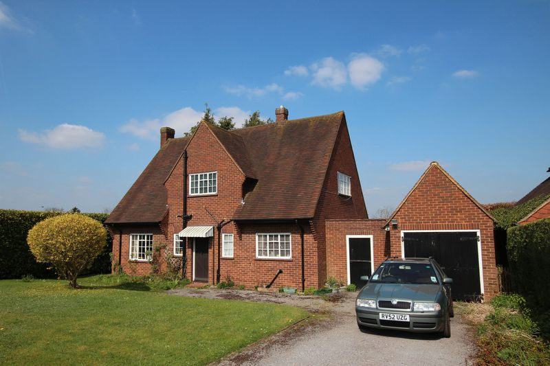 4 Bedrooms Detached House for sale in Pewley Hill, Guildford