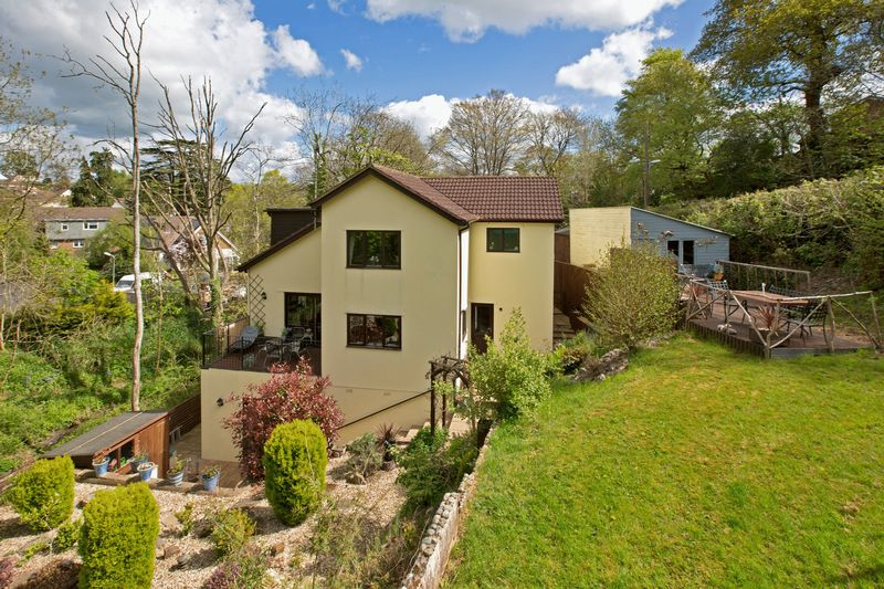 5 Bedrooms Detached House for sale in Seven Crosses