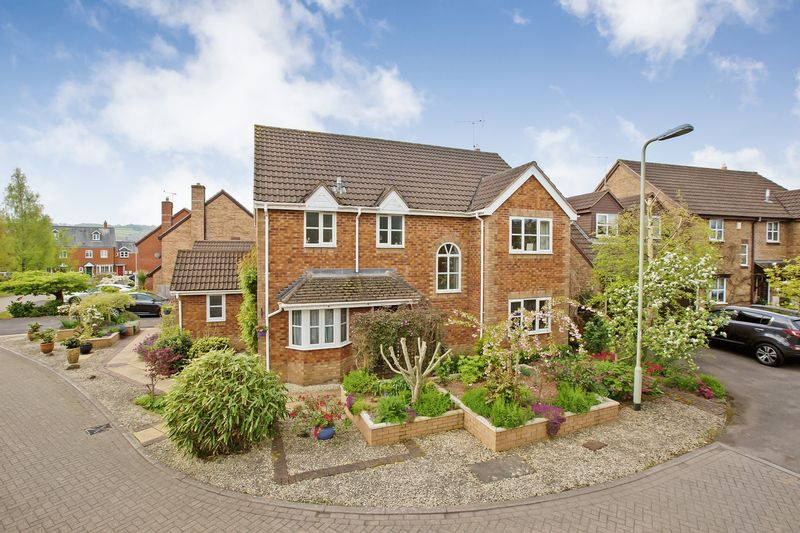 4 Bedrooms Detached House for sale in Moorhayes Park Area