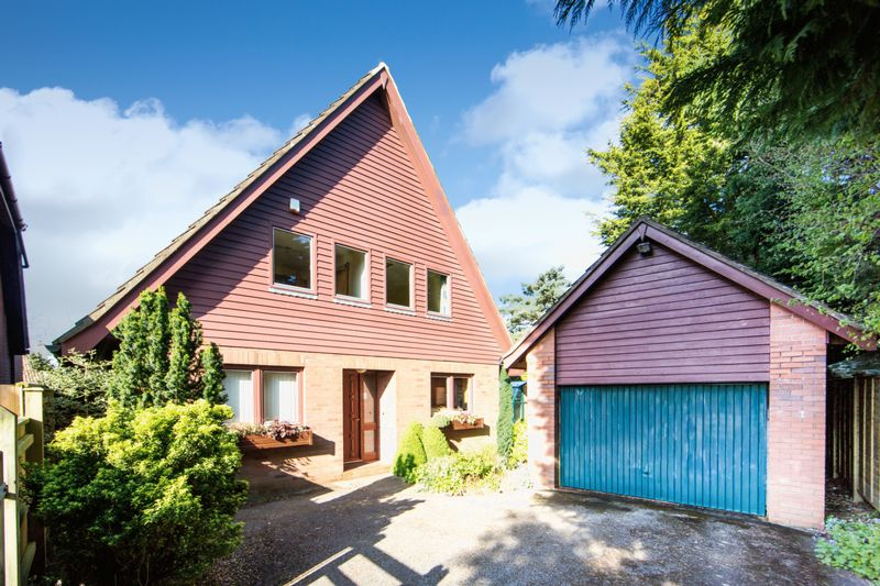 3 Bedrooms Detached House for sale in Karen Drive, Backwell