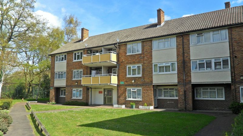 3 Bedrooms Flat for sale in Woking