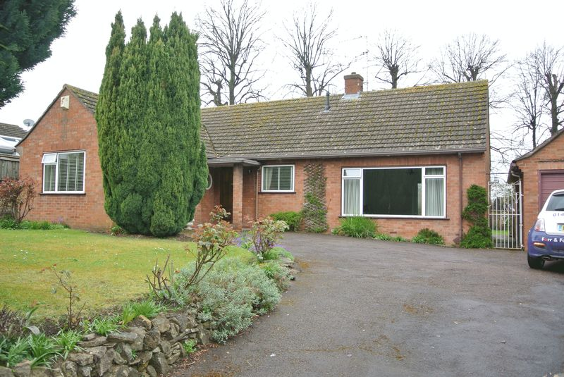 2 Bedrooms Detached Bungalow for sale in London Road, Gloucester