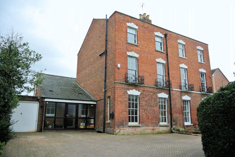 6 Bedrooms Semi Detached House for sale in Kingsholm Road, Gloucester
