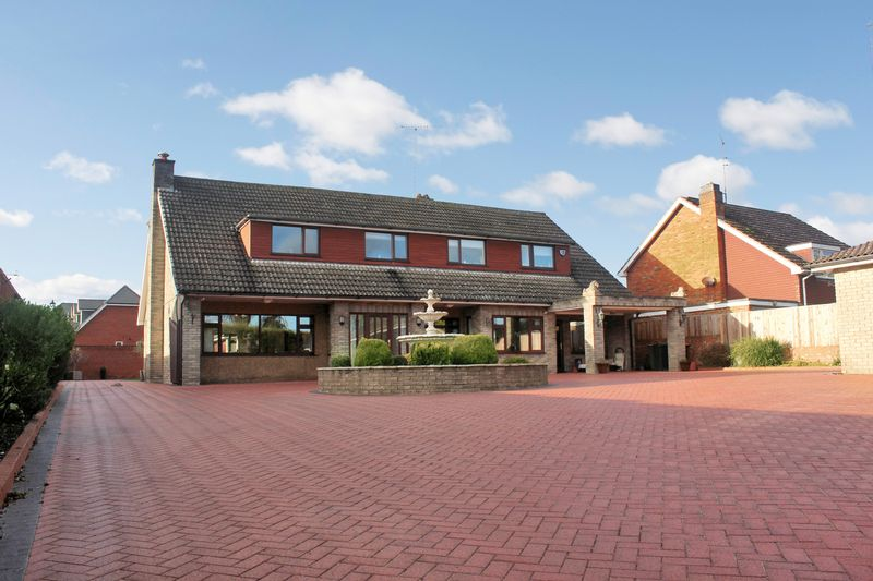 5 Bedrooms Detached House for sale in East End, Dunstable