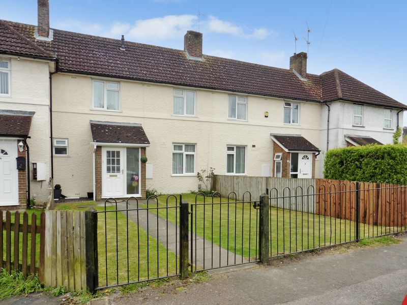 3 Bedrooms Terraced House for sale in Worthington Road, Dunstable