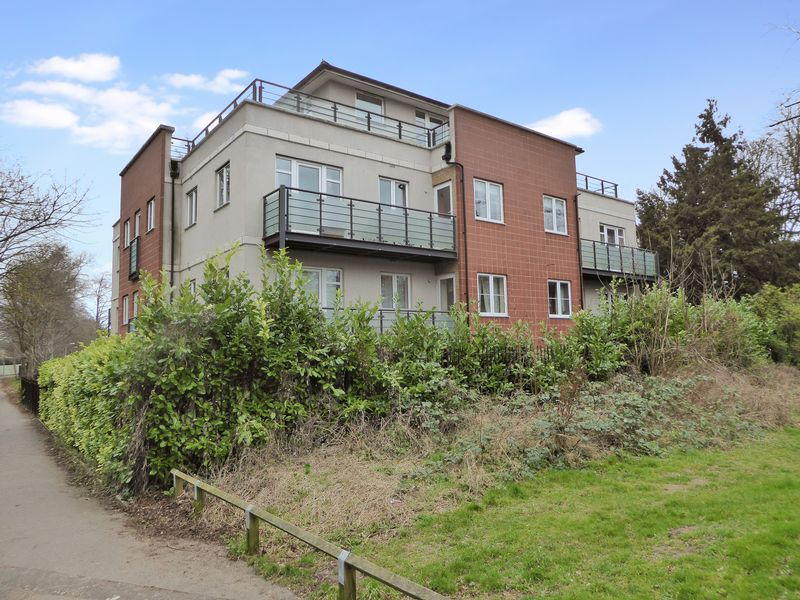 3 Bedrooms Flat for sale in The Parklands, Dunstable