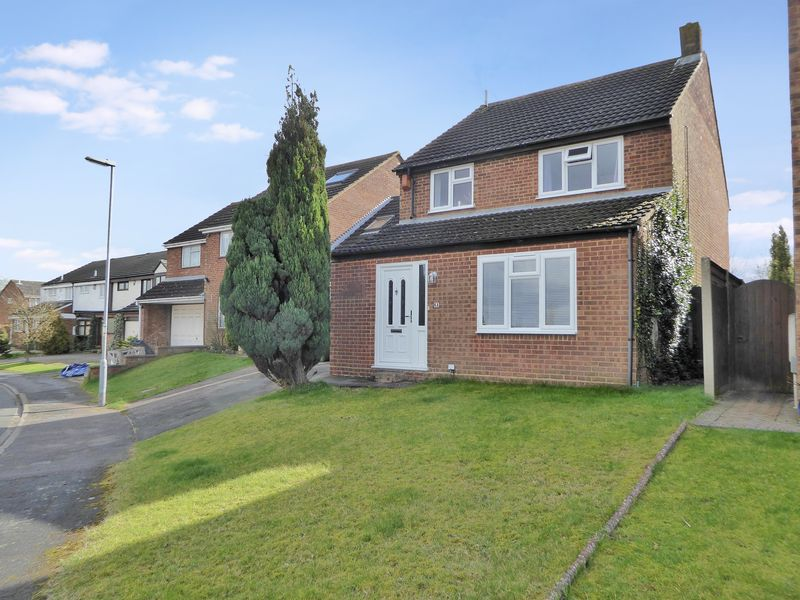 4 Bedrooms Detached House for sale in Bidwell Hill, Dunstable